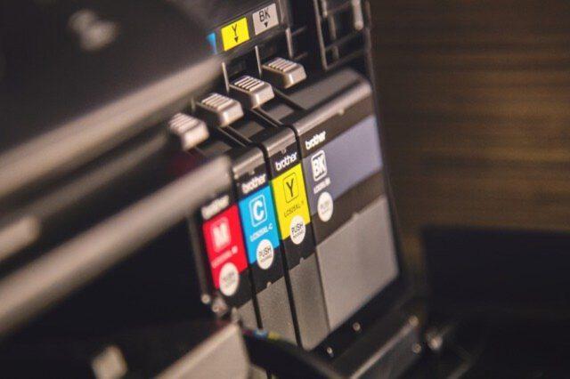 Wybór najlepszej drukarki – opcje i parametry urządzeń